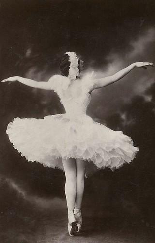 ballerina_ballet_dancer_vintage-1101e10a93fd2383756991a4341c8eba_i_large