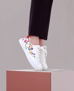 the-embroidered-trainer-29-50