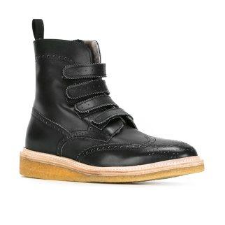 weber-holder-feder-black-boots