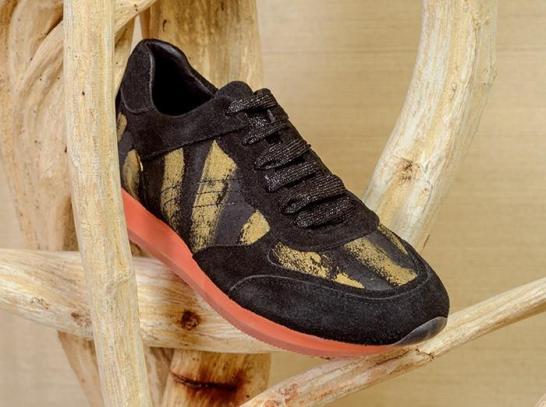 Catherine Parra black sneakers